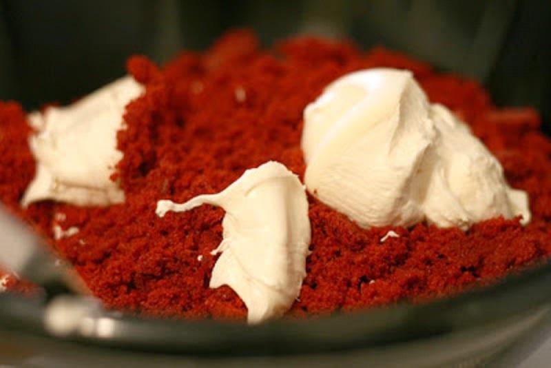 krasnyj-пирожные красный бархат на новый год