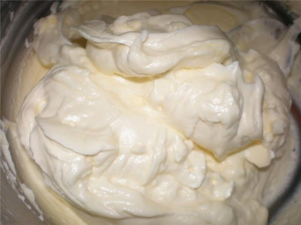 Крем со сливочным маслом и молоком