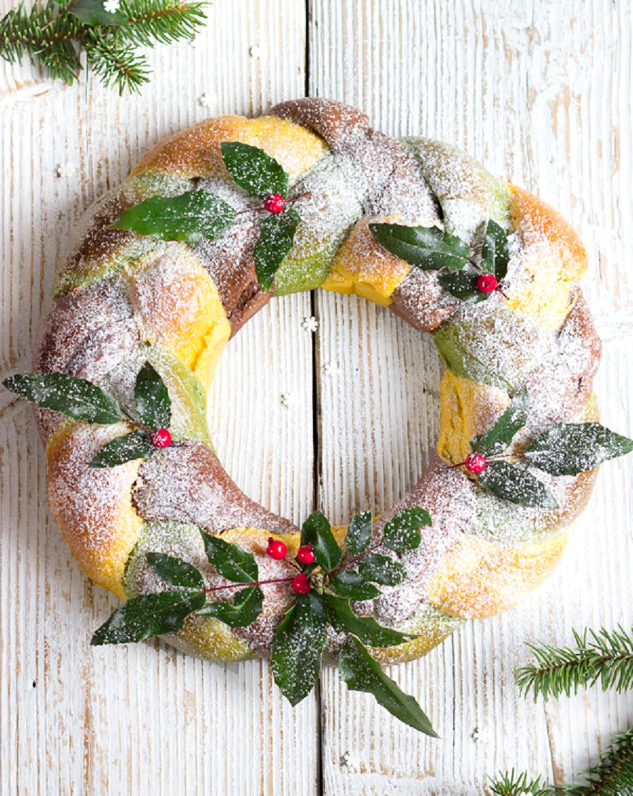Рождественский венок: сладкий хлеб трехцветный
