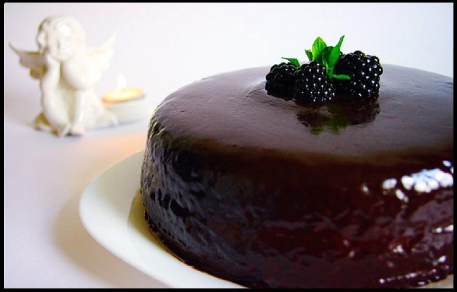 Шоколадный пирог с глазурью Ганаш