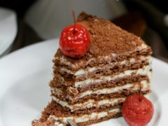 Торт Спартак рецепты с фото. Классический и шоколадно-медовый торт с вишней