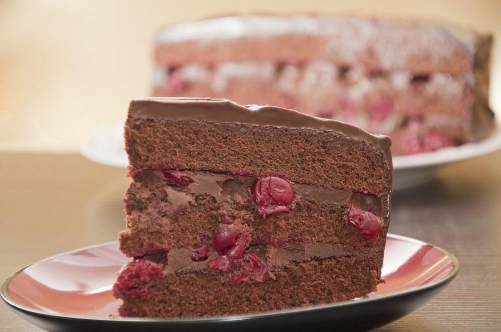 Вишневый шоколадный торт