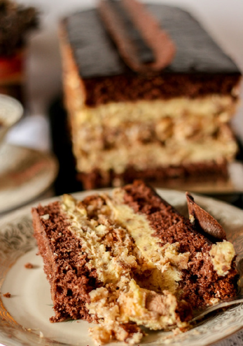 Торт с орехами и вафлями