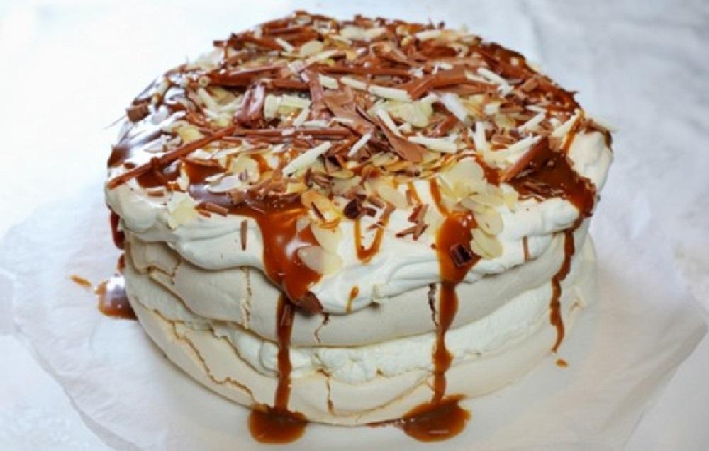 tort-beze-s-karamielju