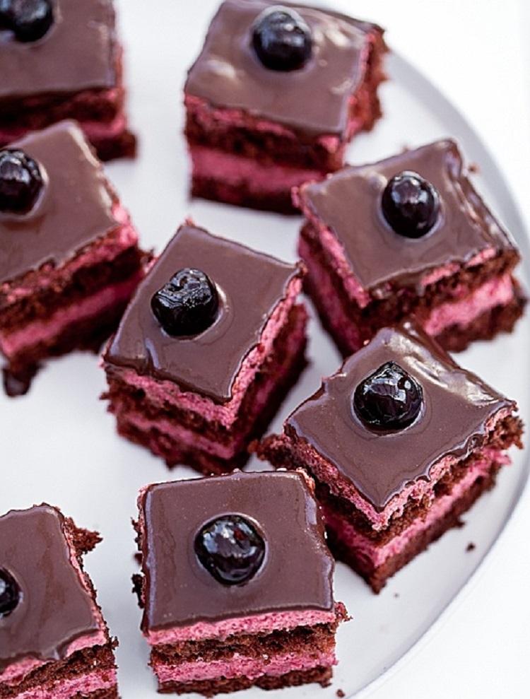 pirog-s-vishney-v-shokolade