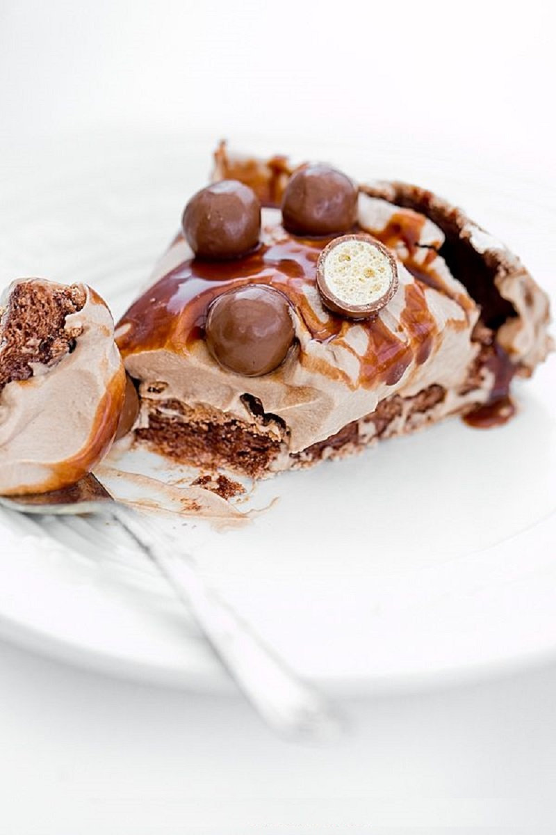 tort-beze-pavlova-s-shokoladom-nutela