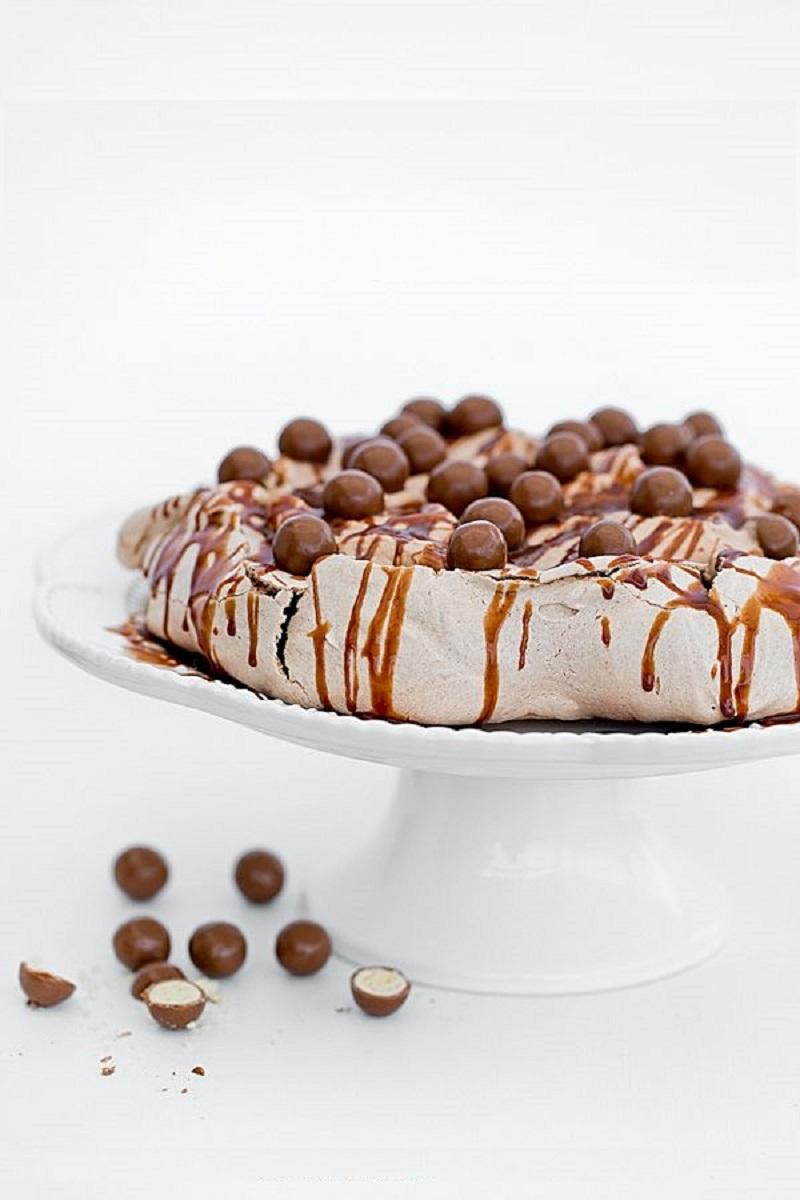 Торт из безе Павловой с шоколадным кремом Нутелла