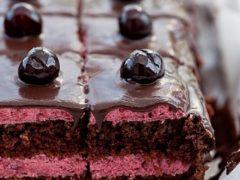 Вишневый бисквитный пирог с вишней в сиропе, в шоколаде