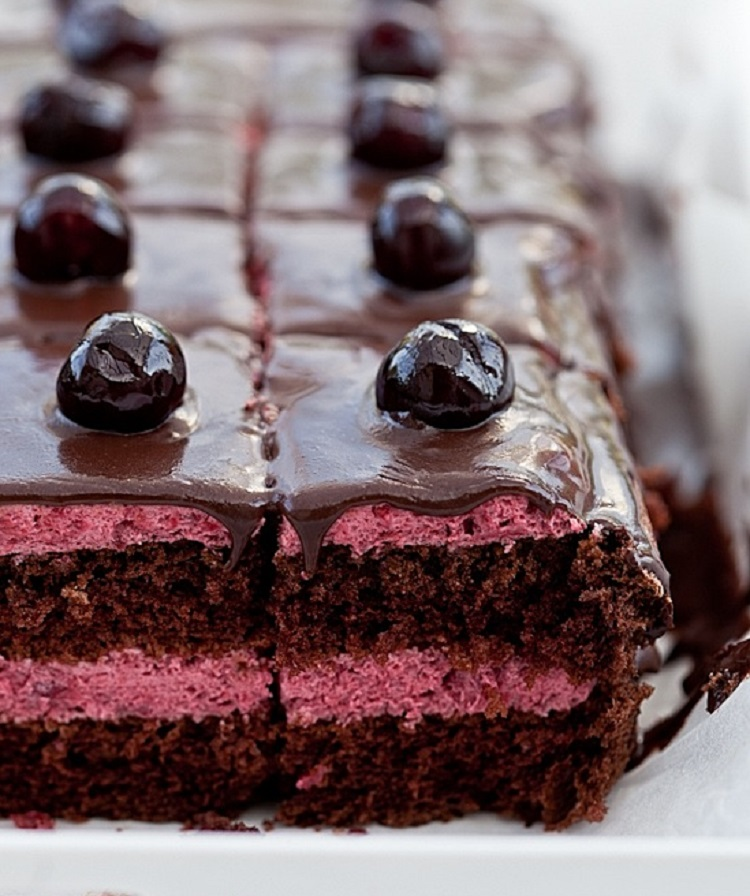 Вишневый пирог в шоколаде