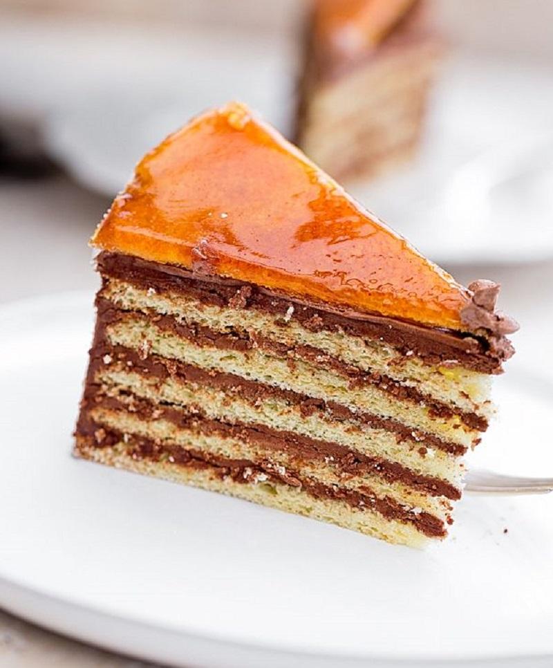 Венгерский шоколадный торт Добош с украшением из карамели