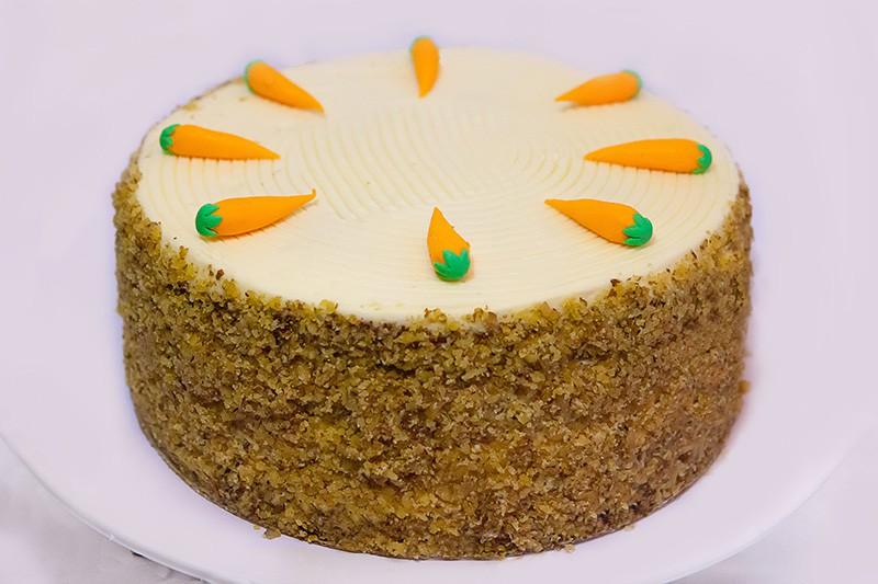 Морковный торт с апельсиновой карамелью и пряностями