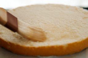 Сироп для пропитки бисквитов, ромовых баб, булочек: простой и крепленый