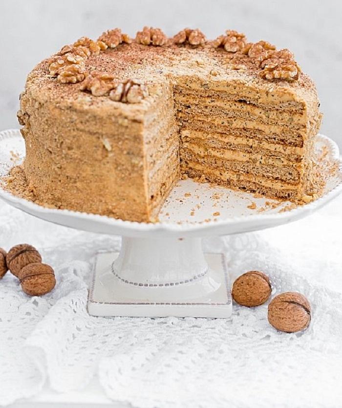Торт Медовик с кремом из сгущенного молока и сливочного масла