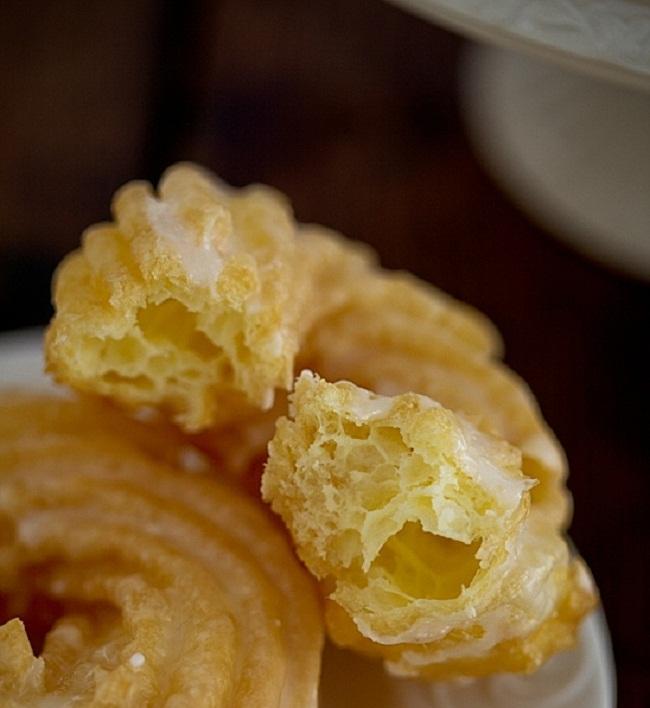 Испанские пончики из заварного теста