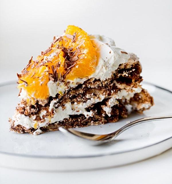 Шоколадно-ореховый торт из безе с апельсинами