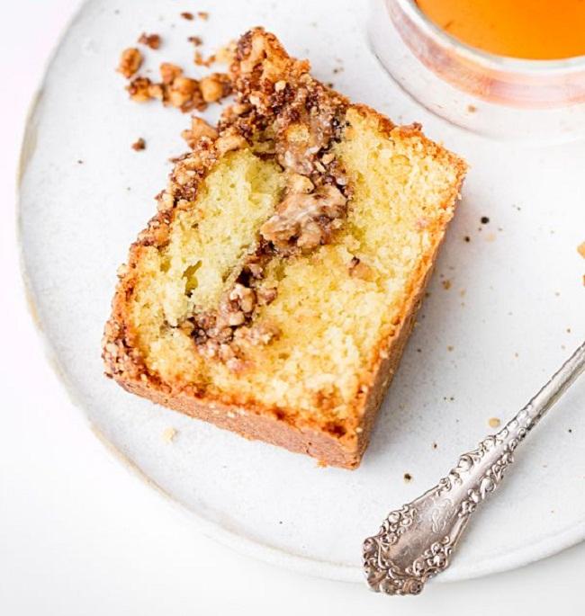 Пасхальный кекс с грецкими орехами и халвой
