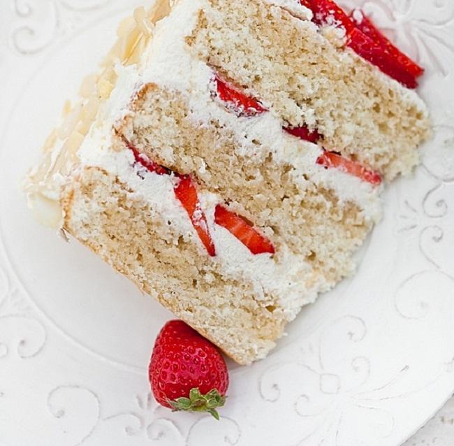 Простой пирог с клубникой со сливками и маскарпоне, рецепт