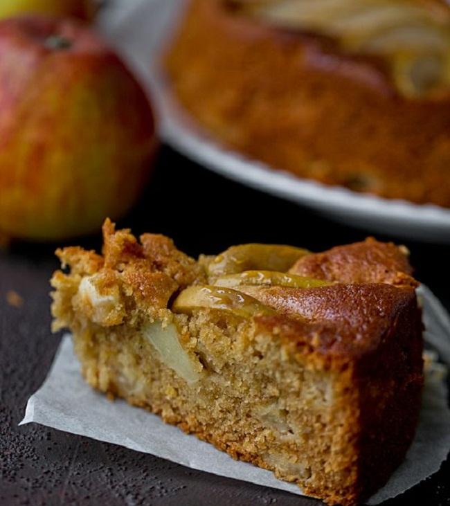 Медовый пирог с яблоками простой рецепт