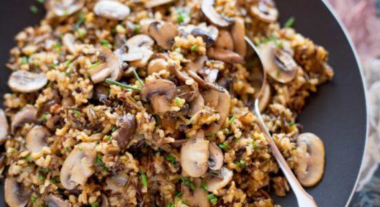 Вегетарианский рецепт плова из дикого риса с белыми грибами